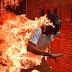 Imagem de jovem em chamas leva prêmio de melhor foto do ano