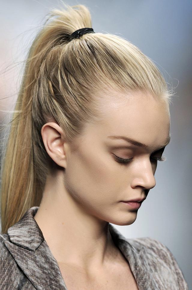 Mujer Madura a la Moda: Peinados con cola de caballo alta