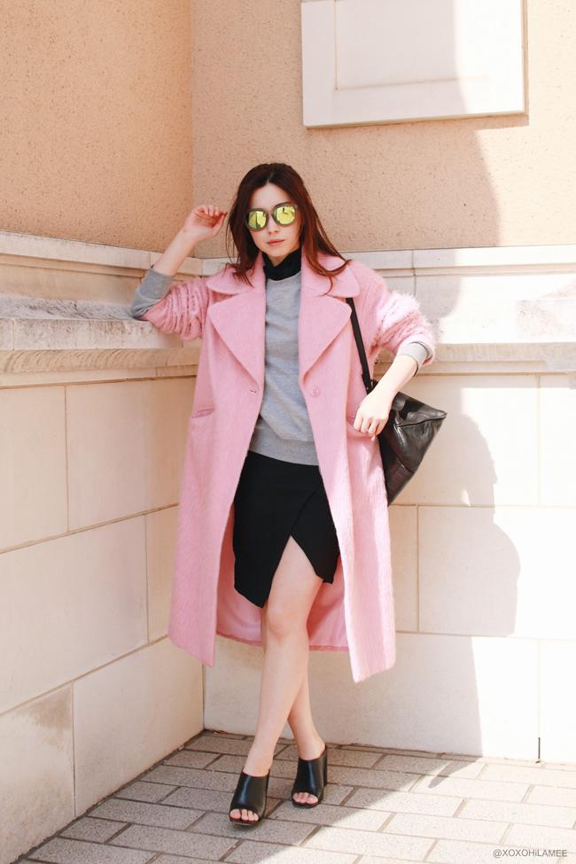 ピンク コクーン ロングコート,グレー スウェットシャツ,黒シースルーブラウス,H&Mスネーク型押しアシンメトリースカート, ZARA ミュール バックパック,ゼロUV ミラーサングラス