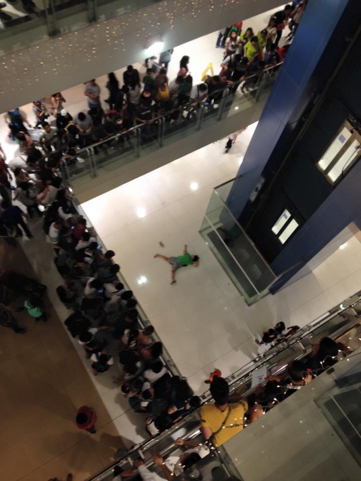 Teenage Girl falls off 3rd-floor in Megamall, dies 01-14-02-2016.jpg