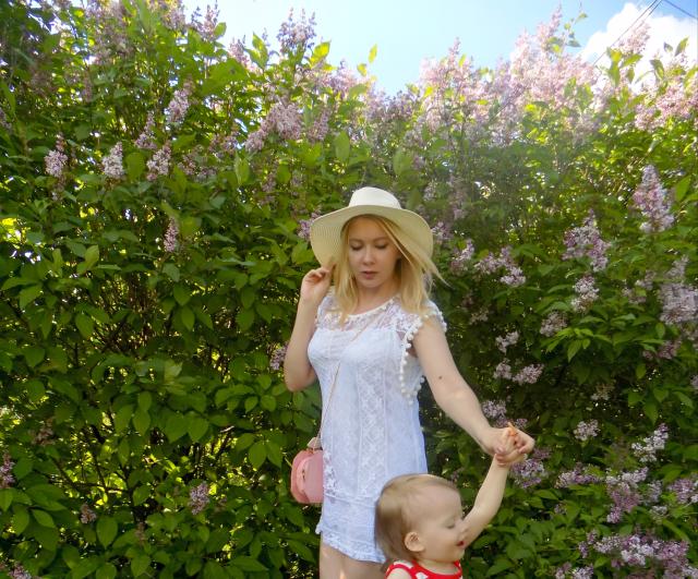 красивая молодая мама, модная мамочка, стильная мама