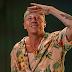 Brincalhão assim mesmo, Macklemore divertiu quem perdeu Arctic Monkeys no Lollapalooza