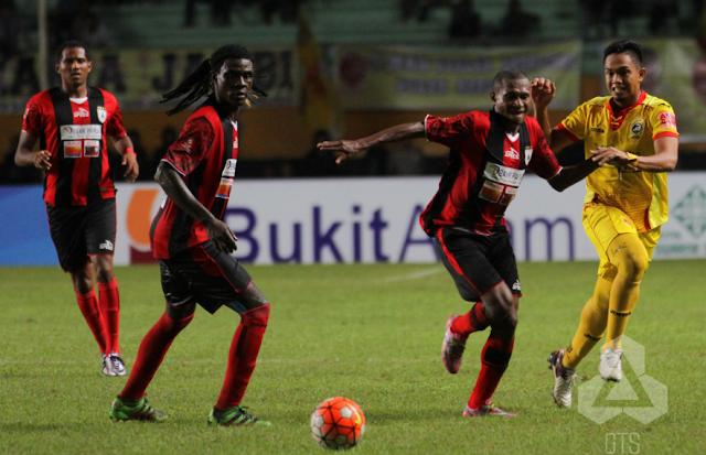 Persipura Jayapura berhasil mengalahkan Sriwijaya FC dengan skor akhir 1-0 melalui gol yang diciptakan oleh Edward Wilson Junior hari Minggu tanggal 30 Oktober 2016 di Jayapura