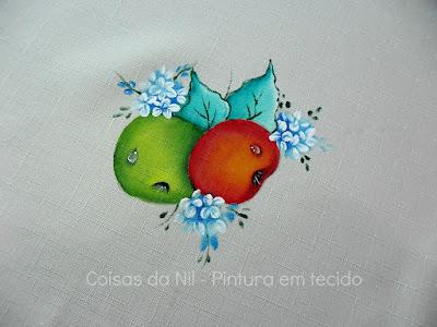 pintura em tecido maças verde e vermelha