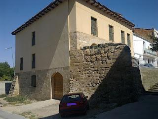 «Castell de Torres del Segre» de Deosringas - Trabajo propio. Disponible bajo la licencia CC BY-SA 3.0 es vía Wikimedia Commons - https://commons.wikimedia.org/wiki/File:Castell_de_Torres_del_Segre.jpg#/media/File:Castell_de_Torres_del_Segre.jpg