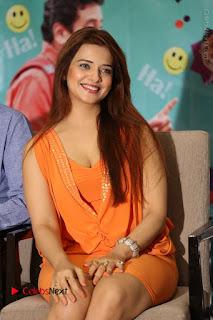 Actress Saloni Aswani Pos in Short Dress at Meelo Evaru Koteeswarudu Movie Interview  0141.JPG