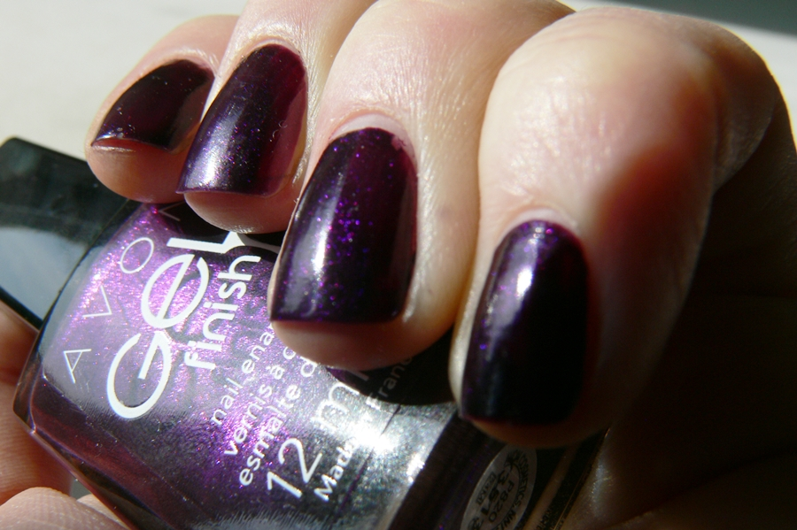 Avon Gel Finish Perfectly Plum drobinki