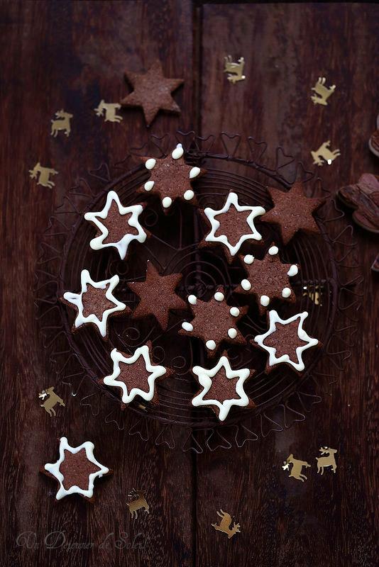 Biscuits épicés au cacao pour Noël