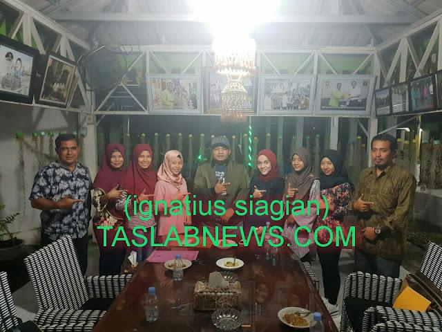 Walikota Tanjungbalai HM Syahrial saat menerima kunjungan dari Dewan Kesenian Kota Tanjungbalai di Rumah Dinas Walikota Tanjungbalai, Kamis (2/8) malam.