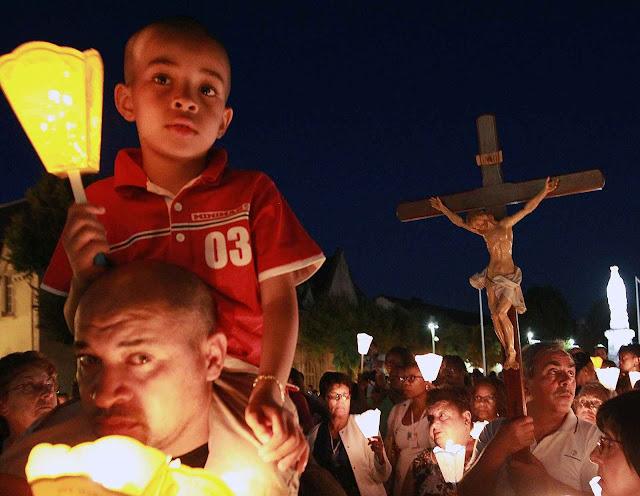 Os romeiros começaram a chegar a Lourdes na véspera da festa da Assunção.