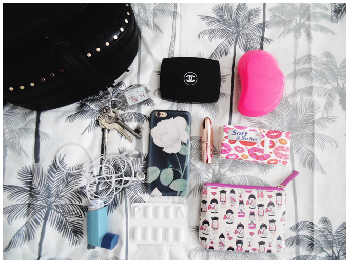 what's in my bag? |accessorize black tassel bag | keys, money, iphone, lipstick, powder, tangle teezer, medicine| more details on my blog http://junegold.blogspot.de | life & style diary from hamburg | #fashion #accessorize #tasselbag #black