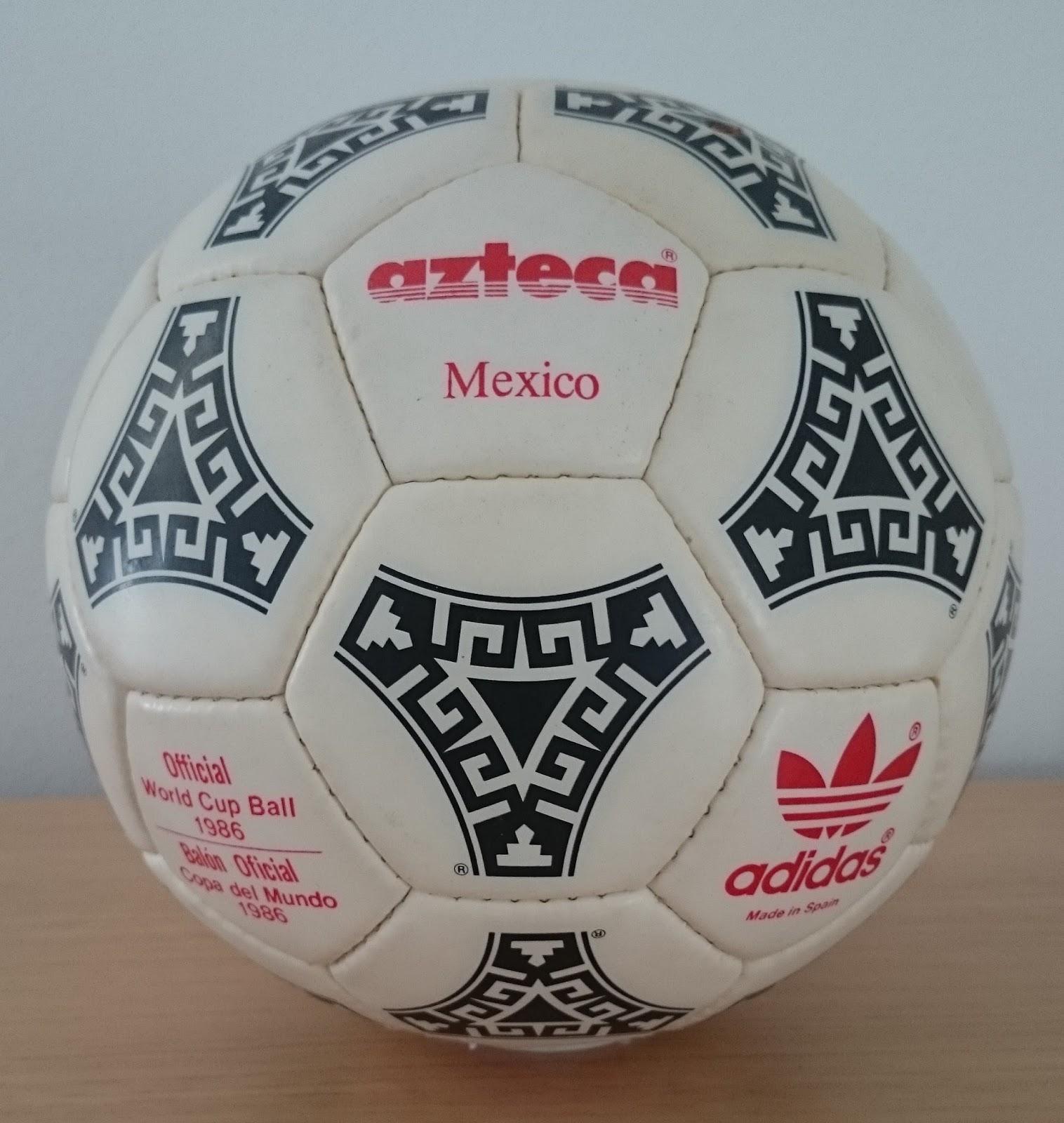 conductor metodología Seguid así  Balones de Epoca: Balón Adidas Azteca del mundial de México 1986 en letras  rojas y negras.