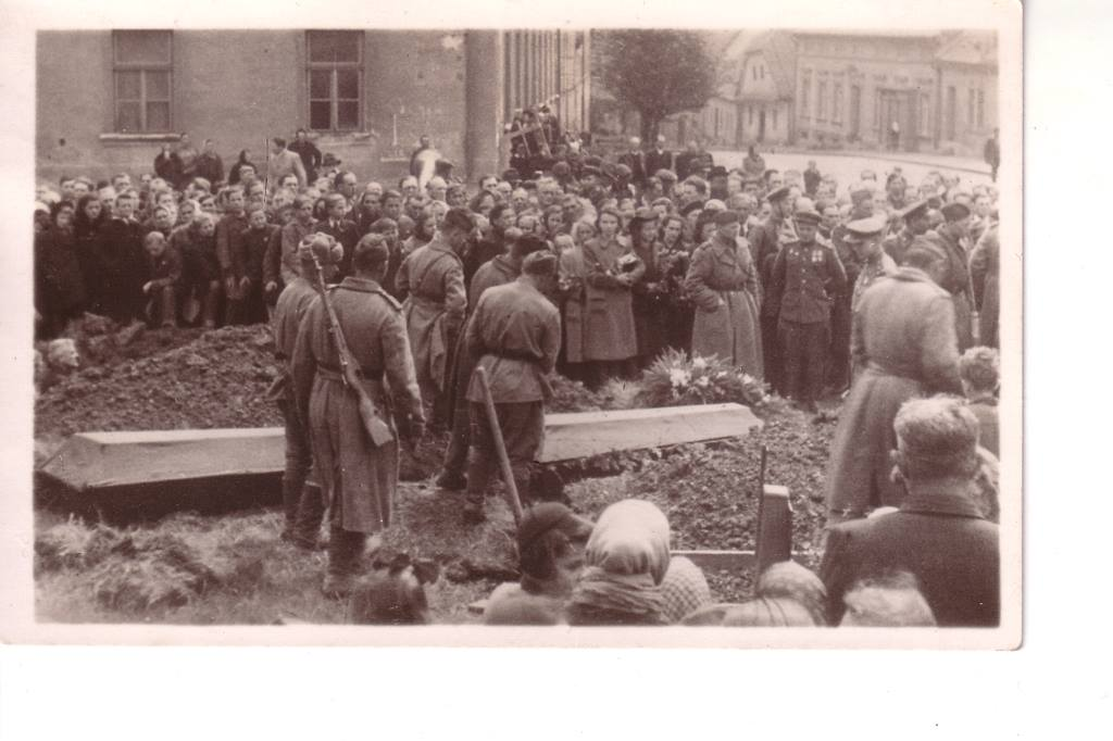Похороны погибших красноармейцев в Пршиборе