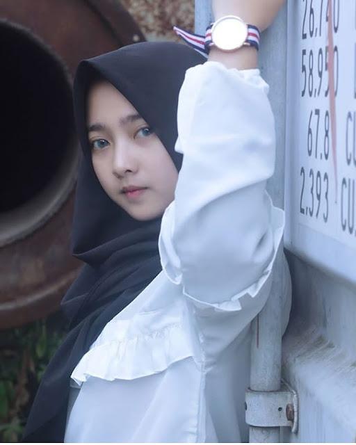 Hijaber Anggun Dan Cantik