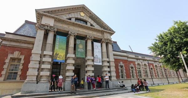 百年國定古蹟-台南地方法院(司法博物館),自西元1914年啟用至今已經超過百年歷史,巴洛克式豪華的建築,和總統府、台灣博物館並列為日治時期三大經典建築。開放免費參觀,除了欣賞建築之美,還能認識台灣司法演進,據說一部份還作為少年法庭和少年觀護業務用