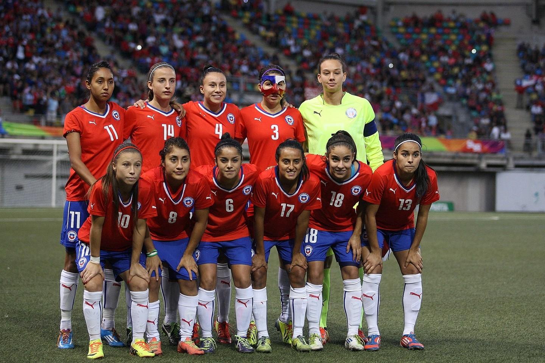 Formación de selección femenina de Chile ante Argentina, Juegos Suramericanos Santiago 2014, 16 de marzo