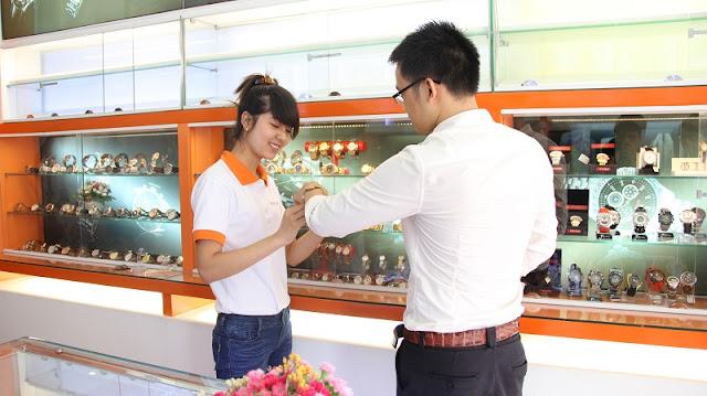 Cửa hàng đồng hồ Hoàng Kim.