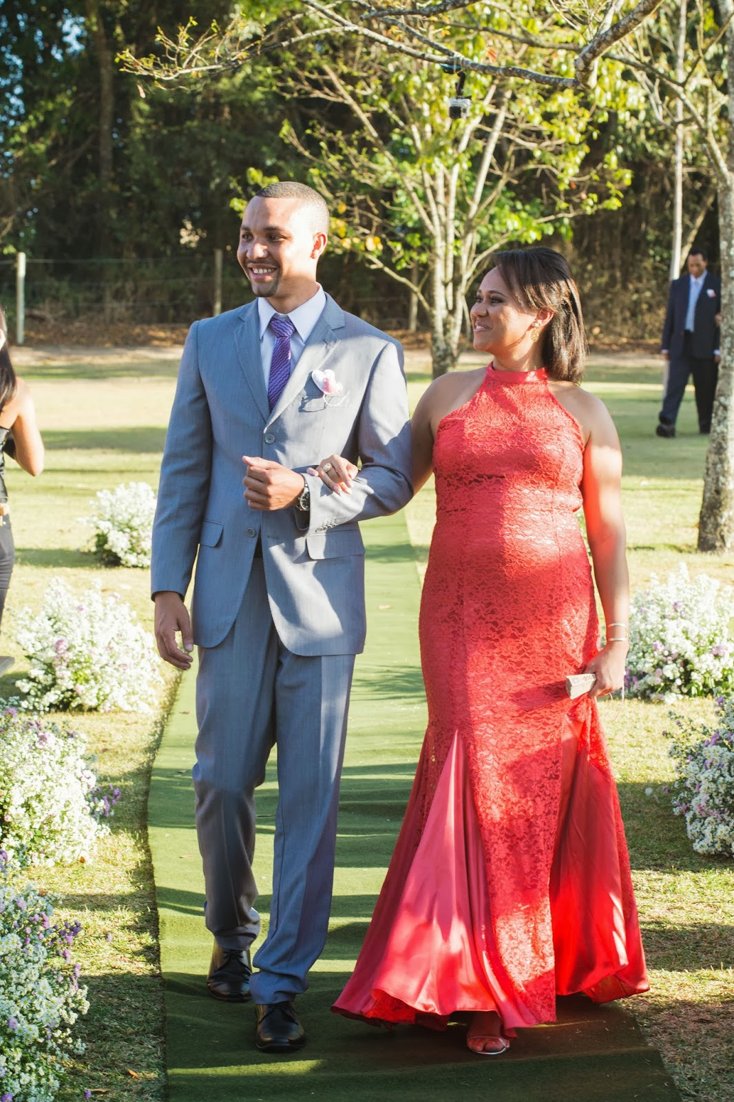 entrada noivo - noivo - mae do noivo - casamento de dia - casamento ao ar livre