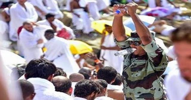 جندي سعودي قام برش رؤوس الحجاج بالمياه فحصل له أمر غريب! إليكم ما حدث له..