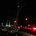 Segue bloqueio na pista local da rodovia BR-101 após acidente