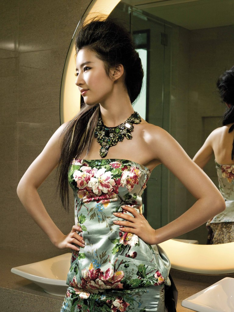Yifei Liu: Asiansbikini.blogspot.com