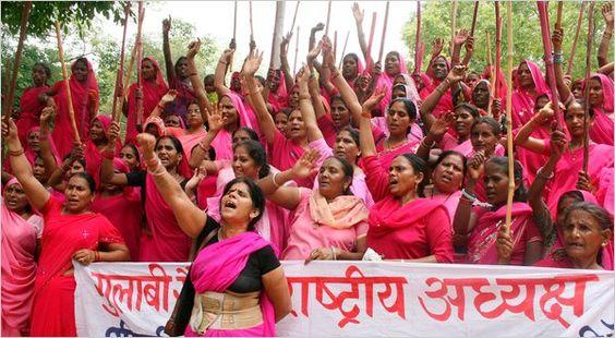 Sadece kadınlarda oluşan Gulabi/Pembe Çetesi