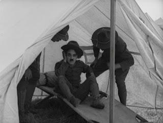 """Кадр из к/ф Чарли Чаплина """"На плечо"""" / Shoulder Arms (1918) - 35"""