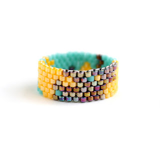 купить Яркое эксклюзивное кольцо из бисера. Размер 16 самые оригинальные кольца