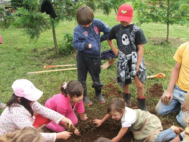 http://educarparalohumano.blogspot.com.es/2012/04/bosque-escuela.html