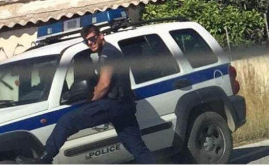 [Ελλάδα]Τουρίστρια φωτογράφισε αστυνομικό και το Twitter «τρελάθηκε»-