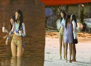 Rihanna en Playa de Noche