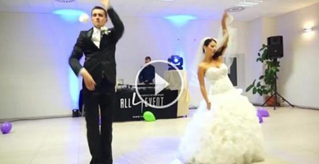 عريس وعروسته يرقصان بشكل رائع