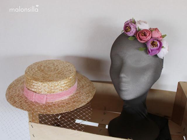 Sombrero de paja de copa baja con peonías rosa, lila y blanco, velo desmontable que se convierte en tocado diadema de flores