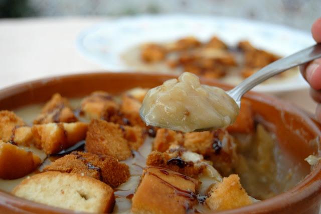 Gachas Dulces con coscorrones de pan frito