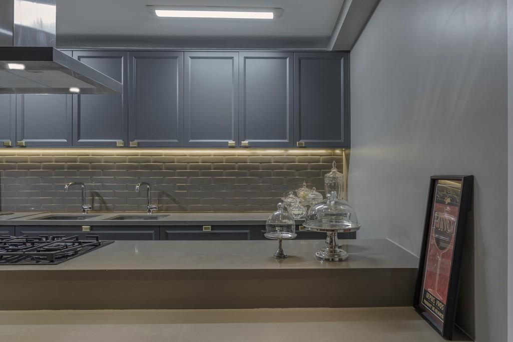 Cozinha cinza com arm rio cl ssico super tend ncia for Armarios estilo industrial