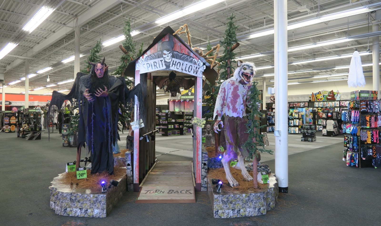 the Annandale Blog: Three Halloween stores pop up in Mason District