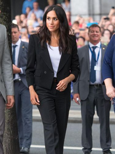 Dinikahi Pangeran Harry, Meghan Markle Tak Boleh Lagi Pakai Setelan Jas