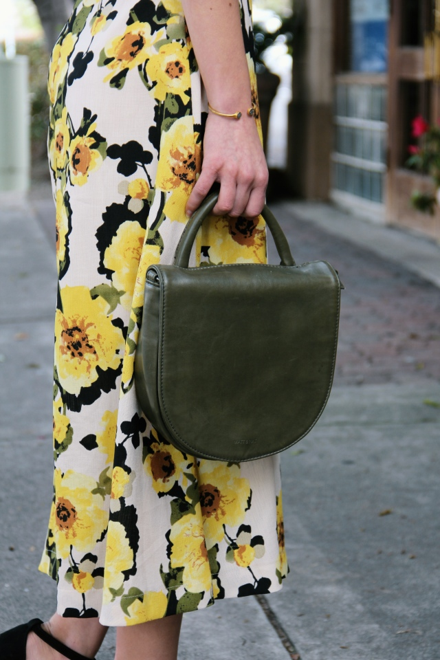 matt & nat vegan parabole olive crossbody bag