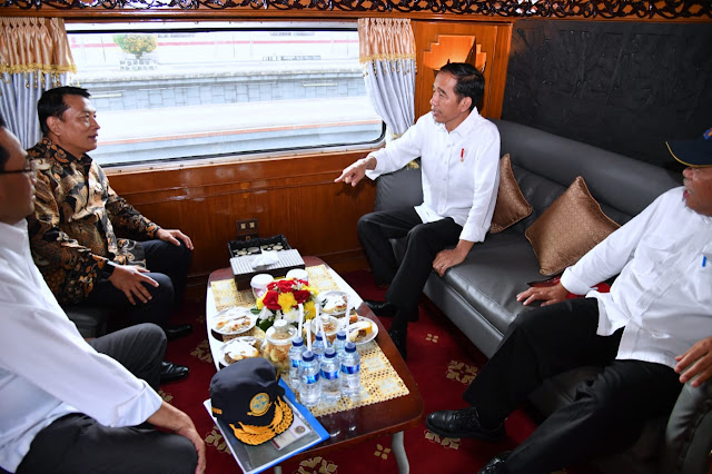 Kunjungan Kerja ke Sukabumi, Jokowi Gunakan Kereta Api