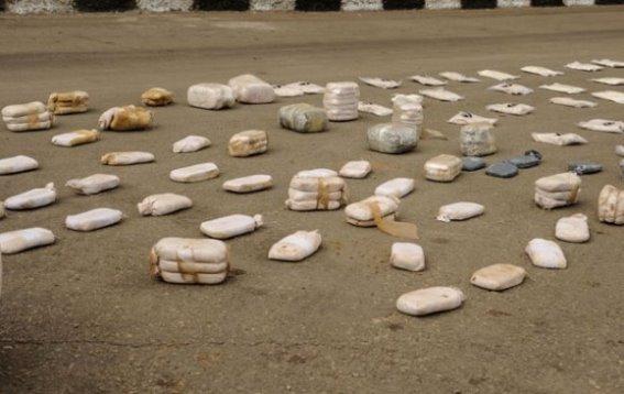 ضبط كميات من الحبوب المخدرة ومادة الحشيش بين محافظتي ريف دمشق وحمص.فيديو