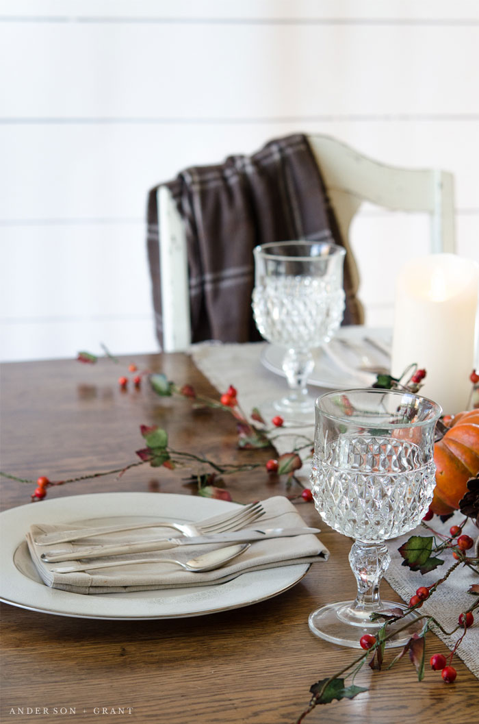This Thanksgiving tablescape is simply decorated, yet beautiful.  |  www.andersonandgrant.com