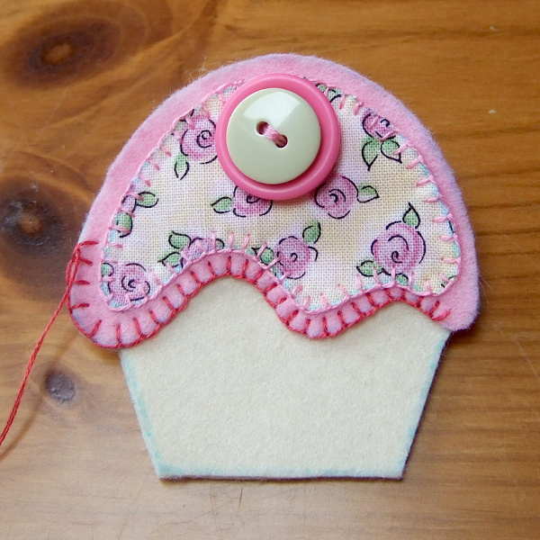 Stitching edges of cupcake felt brooch pin handmade