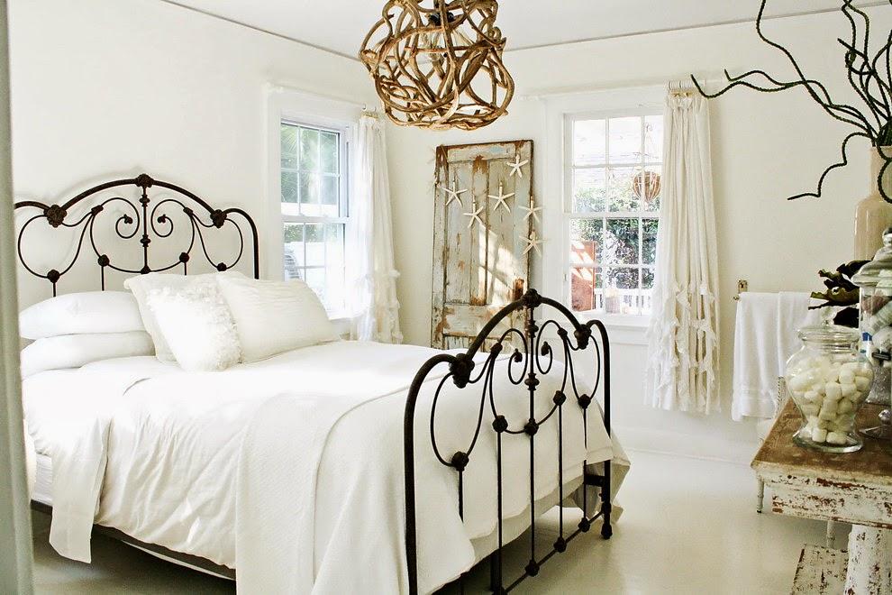 Natura w białym domku, wystrój wnętrz, wnętrza, urządzanie domu, dekoracje wnętrz, aranżacja wnętrz, inspiracje wnętrz,interior design , dom i wnętrze, aranżacja mieszkania, modne wnętrza, biała wnętrza, styl skandynawski, scandinavian style, styl rustykalny, shabby chic, retro, vintege, sypialnia