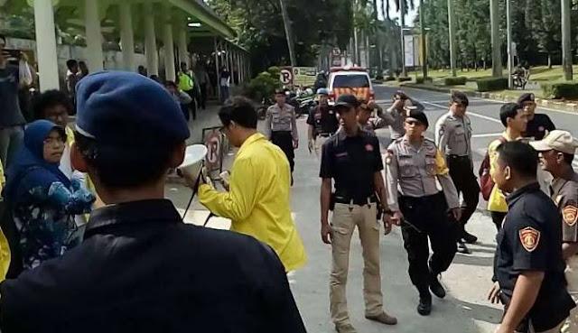 Kedatangan Jokowi Diwarnai Kericuhan di UI