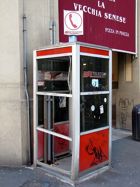 Phone booth, without telephone, largo del Duomo, Livorno