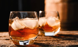 ΕΡΕΥΝΑ: Γι' αυτό το ουίσκι είναι πιο υγιεινό από ΟΛΑ τα άλλα ποτά!
