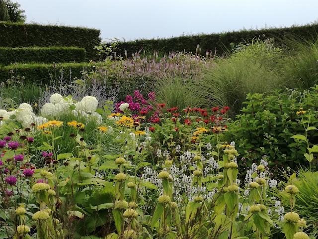rabata bylinowa, perennial border, trawy w ogrodzie