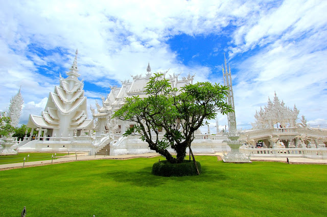 Beautiful Design White Temple Travel Blogger Photography Chiang Mai Thailand