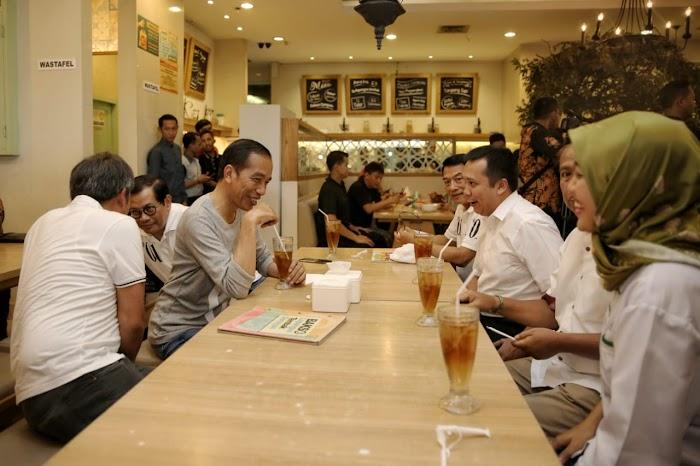 Presiden Jokowi dan Gubernur Ridho Bikin Heboh Pengunjung MBK