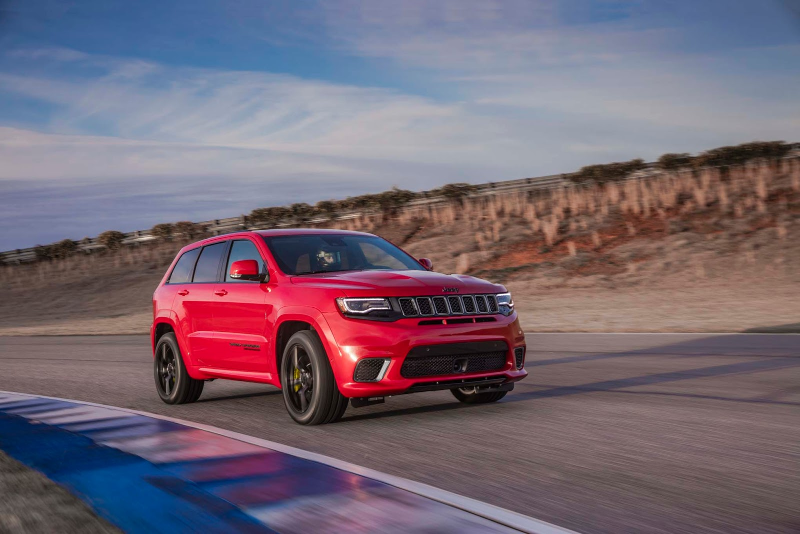 2018 jeep grand cherokee trackhawk is a 707 hp all wheel drive brute carscoops. Black Bedroom Furniture Sets. Home Design Ideas